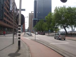 De Stieltjesstraat vandaag. Klaar voor de proloog in de Tour de France, over elf maanden.