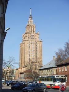 Riga, de Academie van Wetenschappen, eind april 2009 (foto: René Hoeflaak)