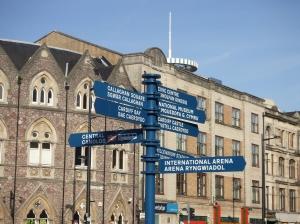 Cardiff; Hoek St. Mary Street en Saunders Road (foto: René Hoeflaak)