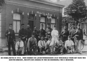Oude Veer 1913: Landverdedigers verzamelen zich in 1914 voor de mobilisatie tijdens de Eerste Wereldoorlog (archief: Bram Boerman)