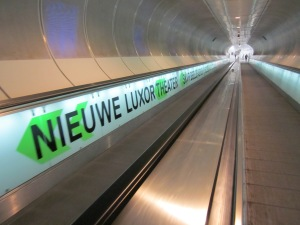 Rotterdam, voetgangerstunnel metrostation Wilhelminaplein. De tunnel is, net als het station zelf, een ontwerp van architectenburo Zwarts en Jansma. Het buro won met de tunnel de Dutch Design Award 2005. (foto: René Hoeflaak)