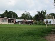 Binnenland van Suriname, voetbalveld op de landingsbaan van Ladouani, februari 2011 (foto: René Hoeflaak)