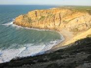 De kustlijn van Cabo Espichel; Portugal (foto: René Hoeflaak)