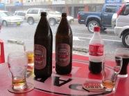 Twee Djogo's en een Cola op een terras aan de Domineestraat (foto: René Hoeflaak)