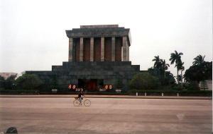 Vietnam, Hanoi,12 januari 1995: Hoc Chi Minh Mausoleum (foto: René Hoeflaak)