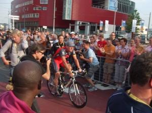 1 juli 2010: Lance Armstrong op de Erasmusbrug in Rotterdam (foto: René Hoeflaak)