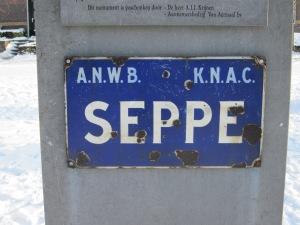 Bosschenhoofd, 22 januari 2013. Monument met plaatsnaambord Seppe (foto: René Hoeflaak)
