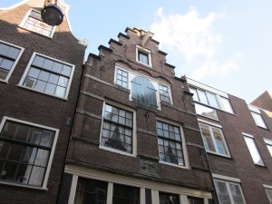 Bovengevel Rapenburg 73, Amsterdam. (foto: René Hoeflaak)
