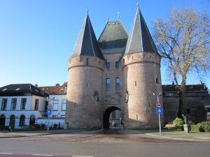 2 februrai 2013: Kampen, de 14e eeuwse Koornmarktpoort (foto: René Hoeflaak)
