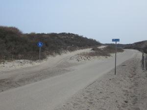 Den Haag; 9 april 2013: Verlaten duinpad in de duinen bij Kijkduin (foto: René Hoeflaak)