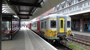19 april 2013: Station Maastricht, spoor 5.Trein richting Luik staat klaar voor vertrek (foto: René Hoeflaak)