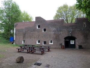 Utrecht, Fort Blauwkapel uit 1818-1821. Nu recreatiegebied, trouwlocatie en onderkomen voor scoutinggroep (foto: René Hoeflaak)