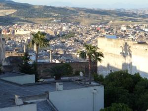 Mei 2013: Marokko, Fez. Zicht op de Medina, de oude binnenstad, van Fez. De Medina staat op de UNESCO werelderfgoedlijst.  De stad telt bijna 1 miljoen inwoners waarvan 150,000 inwoners in de Medina (foto: René Hoeflaak)