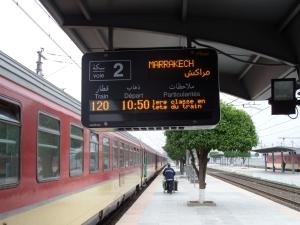 26 mei 2013: Marokko, station Fes. De trein naar Marrakech staat klaar (foto: René Hoeflaak)