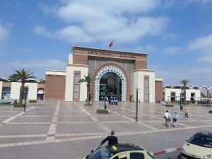 Het stationsgebouw van Marrakech werd in augustus 2008 opgeleverd en ligt inde wijk Guéliz.. (foto: René Hoeflaak)