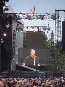 22 juni 2013: Zestigduizend toeschouwers kijken en luisten naar Bruce Springsteen en zijn E Street Band. (foto: René Hoeflaak)