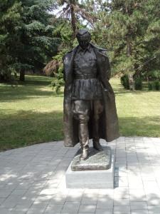 Belgrado, Juli 2013: Standbeeld uit 1948 van Josip Broz Tito in de tuin van het 25 mei museum. (foto: René Hoeflaak)