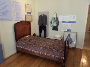 Den Haag, Wagenstraat 124; Hotelkamer met bed waarin Yi Jun zou zijn gestorven (foto: René Hoeflaak)