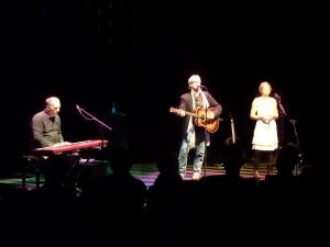 Rotterdam, LantarenVenster: Van links naar rechts Chip Dolan, Sam Baker en Carrie Elkin (foto: René Hoeflaak)