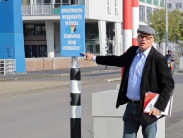 René tijdens de taalwandeling (foto: www.rotterdam.nl)