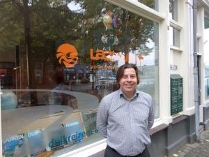Rotterdam, oktober 2013: Eric Schunselaar voor de duikreiswinkel Lazy Wave (foto: René Hoeflaak)