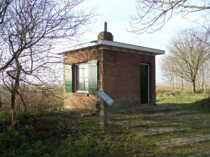 Woensdrecht: Aan de rand van natuurgebied Markiezaat staat de voormalige waarnemingspost Scheldevanger. Vanuit de post werden in de Tweede wereldoorlog  bominslagen boven de Schelde  geanalyseerd en geobserveerd (foto: René Hoeflaak)