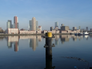 Rotterdam, 3 december 2013: Maashaven. 2.000 meter lang,  32 meter breed, 3-10 meter diep (foto: René Hoeflaak)