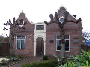 Haastrecht, Hoogstraat, 21 januari 2014: Hofje  Van Zijll van den Ham uit 1865 (foto: René Hoeflaak)