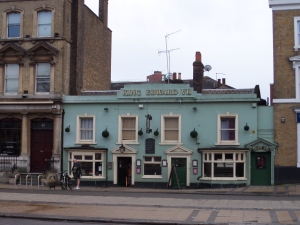 25 december 2013:  Pub King Edward VII aan 47 Broadway, London E15 4BQ (foto: René Hoeflaak)
