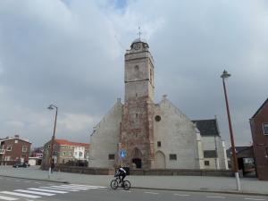 Katwijk, Boulevard, 4 maart 2014: De Andreaskerk uit 1640, pal aan de rand van het strand.   (foto: René Hoeflaak)