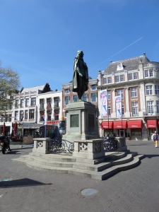 Den Haag: Standbeeld van Johan de Witt (1625-1672) op de Plaats en op het voormalige Groene Zoodje, de voormalige executieplaats van den Haag (foto: René Hoeflaak)