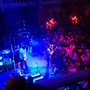Drive By Truckers op het podium in Paradiso, Amsterdam (Iphone foto: René Hoeflaak)