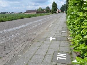 14 mei 2014:Eén van de grensaanduidingen  op de  Kapelstraat van Baarle-Hertog naar Baarle-Nassau (foto: René Hoeflaak)