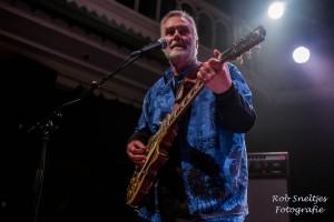 Amsterdam, Paradiso: The Rumour gitarist  Brinsley Schwarz (foto; www.robsneltjes.nl)