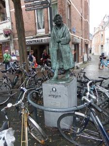 Leuven: Standbeeld uit 1979 van Desiderius Erasmus (foto: René Hoeflaak)