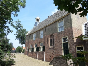 Geervliet, 1 augustus 2014: Voormalig stadhuis. Het gebouw zelf dateert uit 1346 (foto: René Hoeflaak)