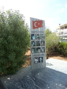Cyprus, Lefkosia, Barbarian Museum. In het museum toont de Turkse Republiek Noord Cyprus op subjectieve en weinig subtiele wijze met  wrede foto's van slachtoffers van Griekse 'wandaden en moordpartijen' in januari 1964 (foto: René Hoeflaak)