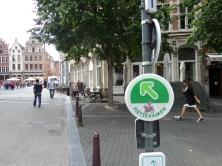België, Leuven, 23 augustus 2014: Richtingaanwijzing fietsexamen in het centrum van de stad.  Er zijn drie routes, waaronder de groene route van 3,5 kilometer. (foto: René Hoeflaak)