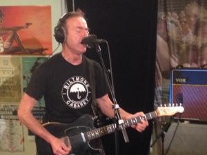 Hugh Cornwell tijdens de opnmen van Live at Lloyd in de studio van RTV Rijnmond (foto: René Hoeflaak)