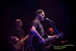 8 oktober 2014, Jimmy Lafave en band op het podium van De Boerderij in Zoetermeer (foto: Ron van Varik)