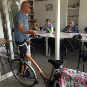 Oefening; 'hoe red ik mij de fietsenmaker' (foto: René Hoeflaak)