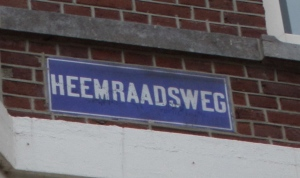 Naambord Heemraadsweg in de Heemraadssingel. (foto: René Hoeflaak)