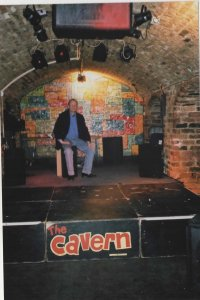 Maart 2002: Op het podium van The Cavern (foto: René Hoeflaak)