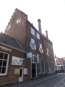 Utrecht, 1 maart 2015, hoek Oudegracht 114, Drakenburgsteeg: geen zonlicht (foto: René Hoeflaak)