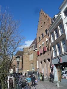 1 maart 2015, Utrecht, Oudegracht 114; De Drakenborch. In  het pand is nu woonwarenhuis Strandwest gevestigd(foto: René Hoeflaak)