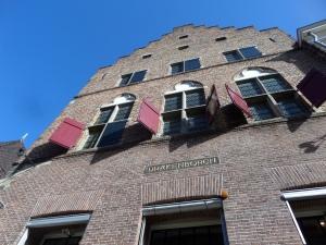 Utrecht, de gerestaureerde gevel van De Drakenborch (foto: René Hoeflaak)