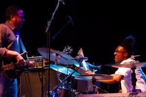 Zoetermeer, 12 april 2015: Stanley Clarke en drummer Mike Mitchell (foto: Bart Teunis