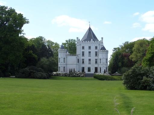15 mei 2015: Landgoed Sandenburg in Langbroek.  Bijna 700 jaar geleden wordt Kasteel Sandenburg voor het eerst vermeld. (foto: René Hoeflaak)