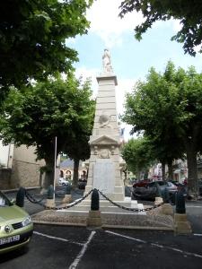 Lalinde, Frankrijk; monument van de gesneuvelde soldaten uit Lalinde (foto: René Hoeflaak)