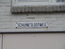 Straatnaambotdje Schuineslootweg in Schuinesloot (foto: René Hoeflaak)